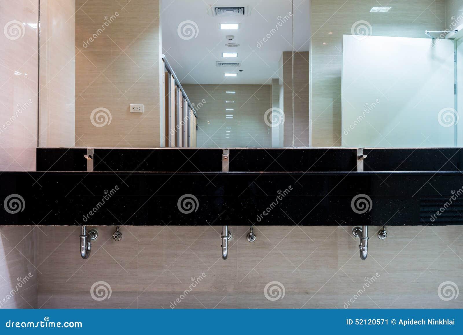 Nuevos espejos y lavabos de cer mica del contador del for Retretes modernos