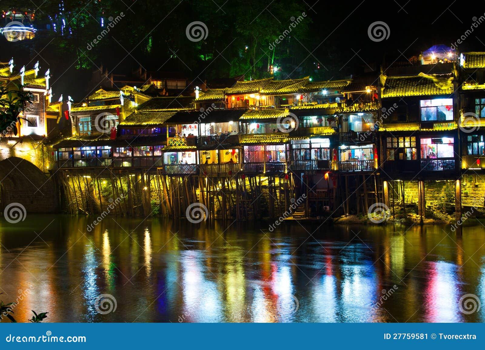 Nuit dans la ville Fenghuang