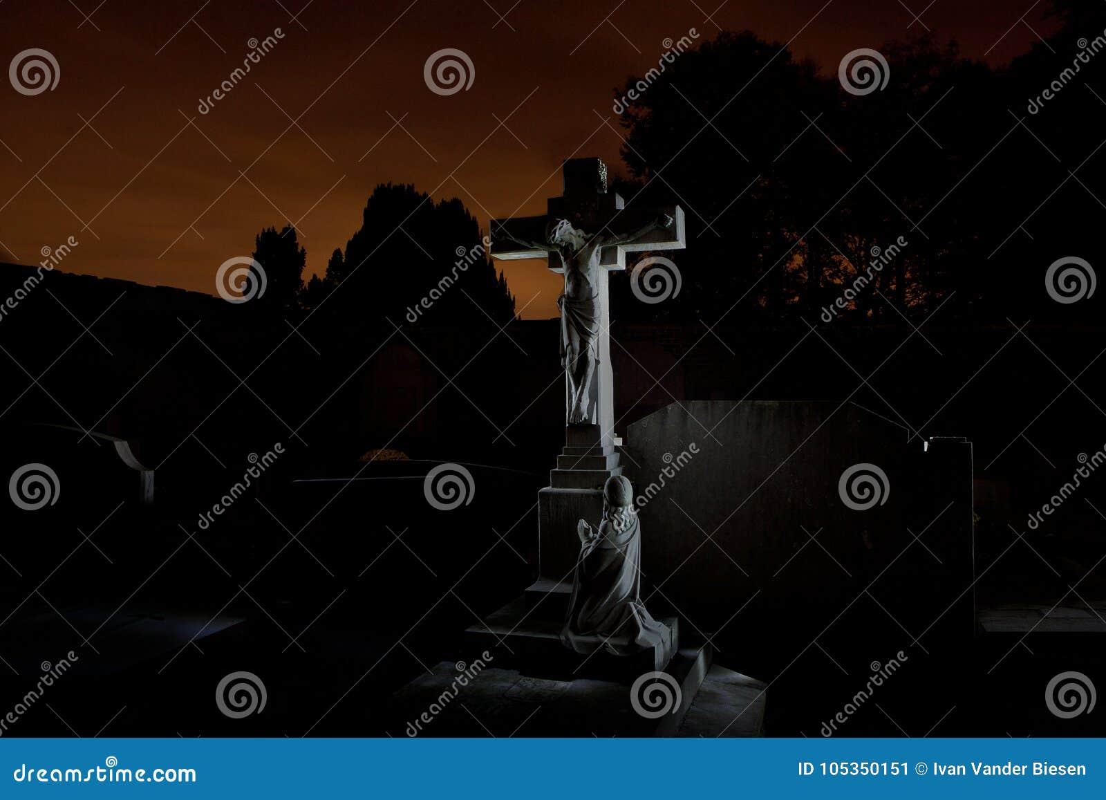 Nuit de pierres tombales de cimetière de cimetière, Louvain, Belgique