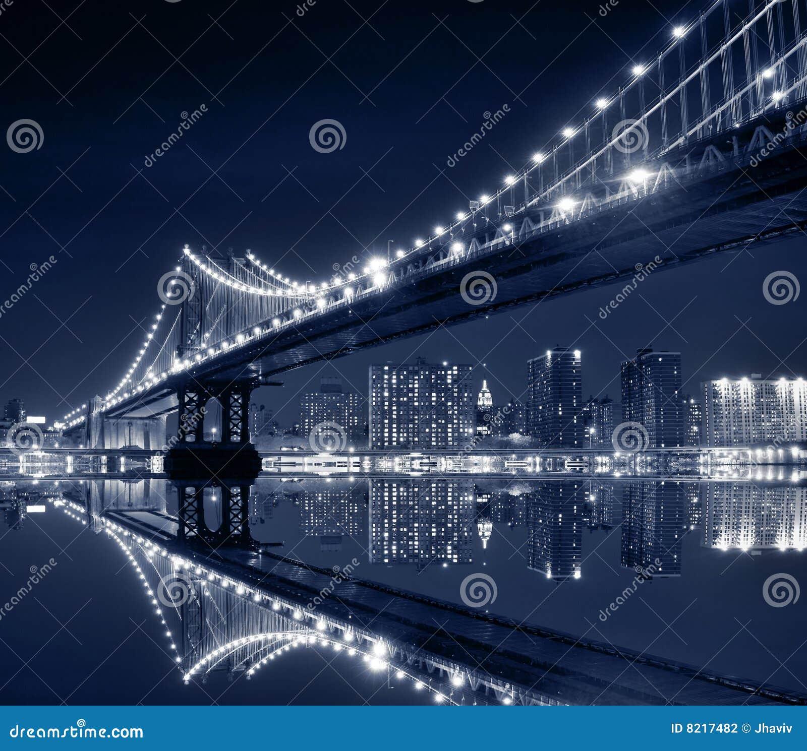 Nuit neuve York de Manhattan de ville de passerelle