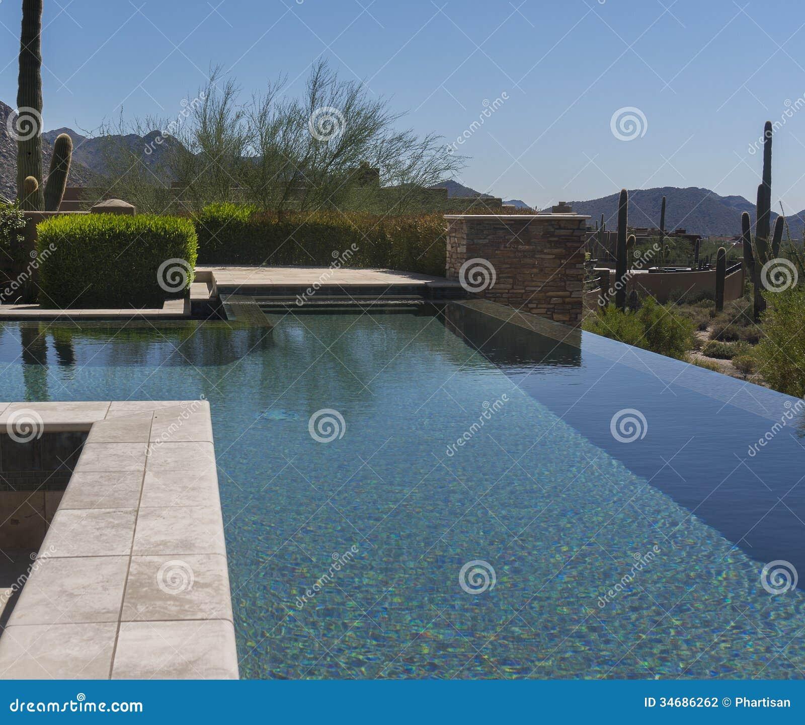 Nul horizon modern zwembad stock fotografie beeld 34686262 for Modern zwembad