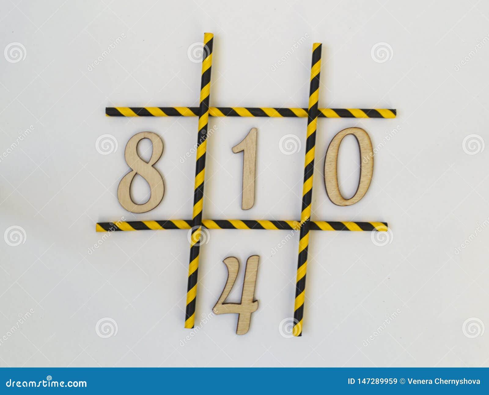 Numren noll, en, fyra, lögn åtta i leken av muskelryckning-TAC-tån, i ett raster på en vit bakgrund Rastret består av färgat