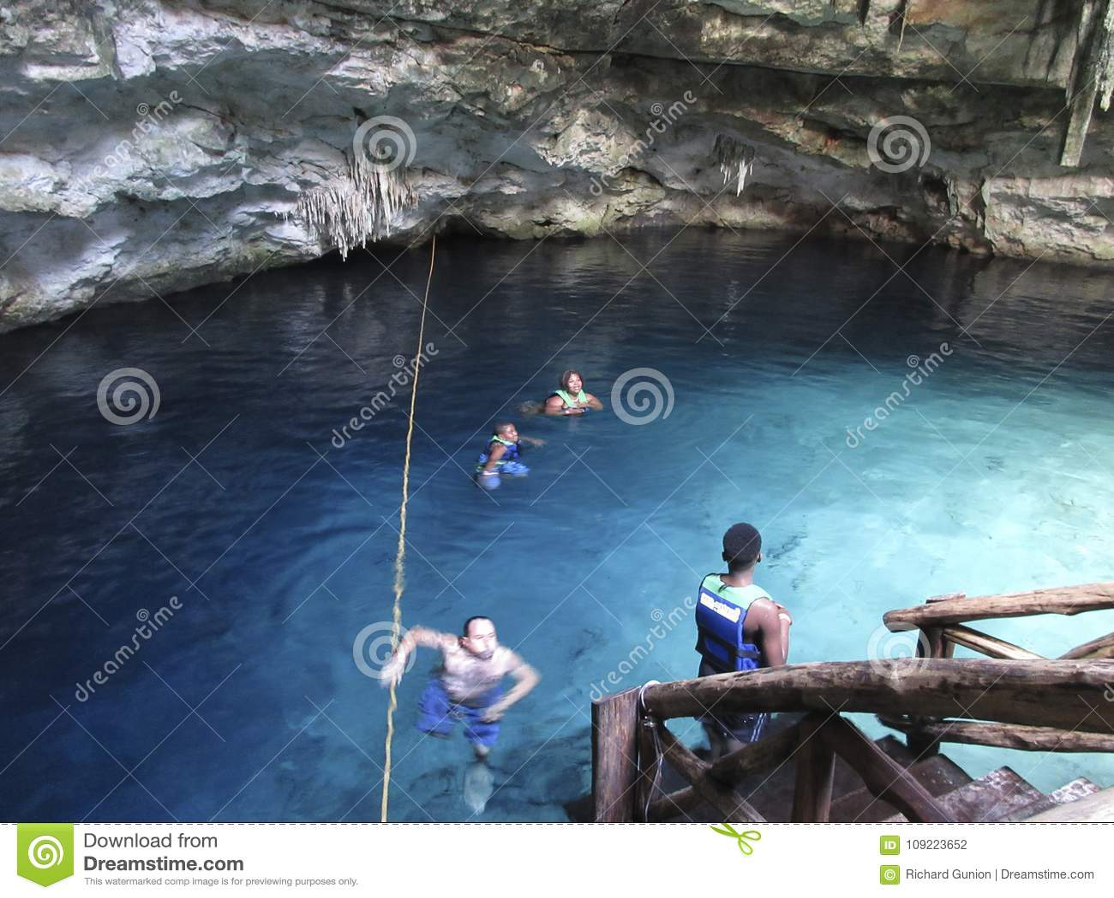Nuotando nel Cenote