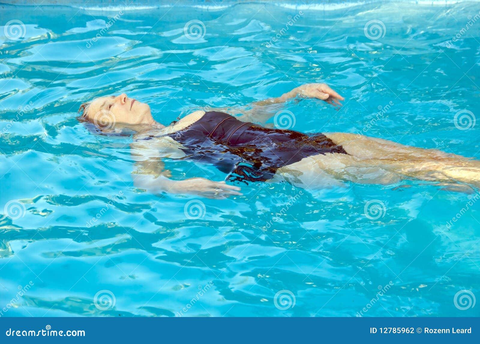 Nuoto maggiore della donna