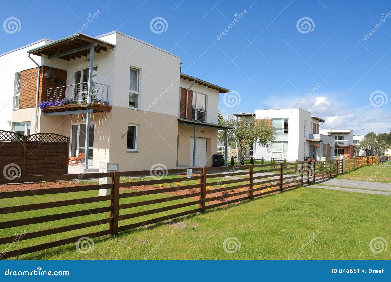 Nuova casa immagine stock immagine di courtyard terra - Portafortuna casa nuova ...