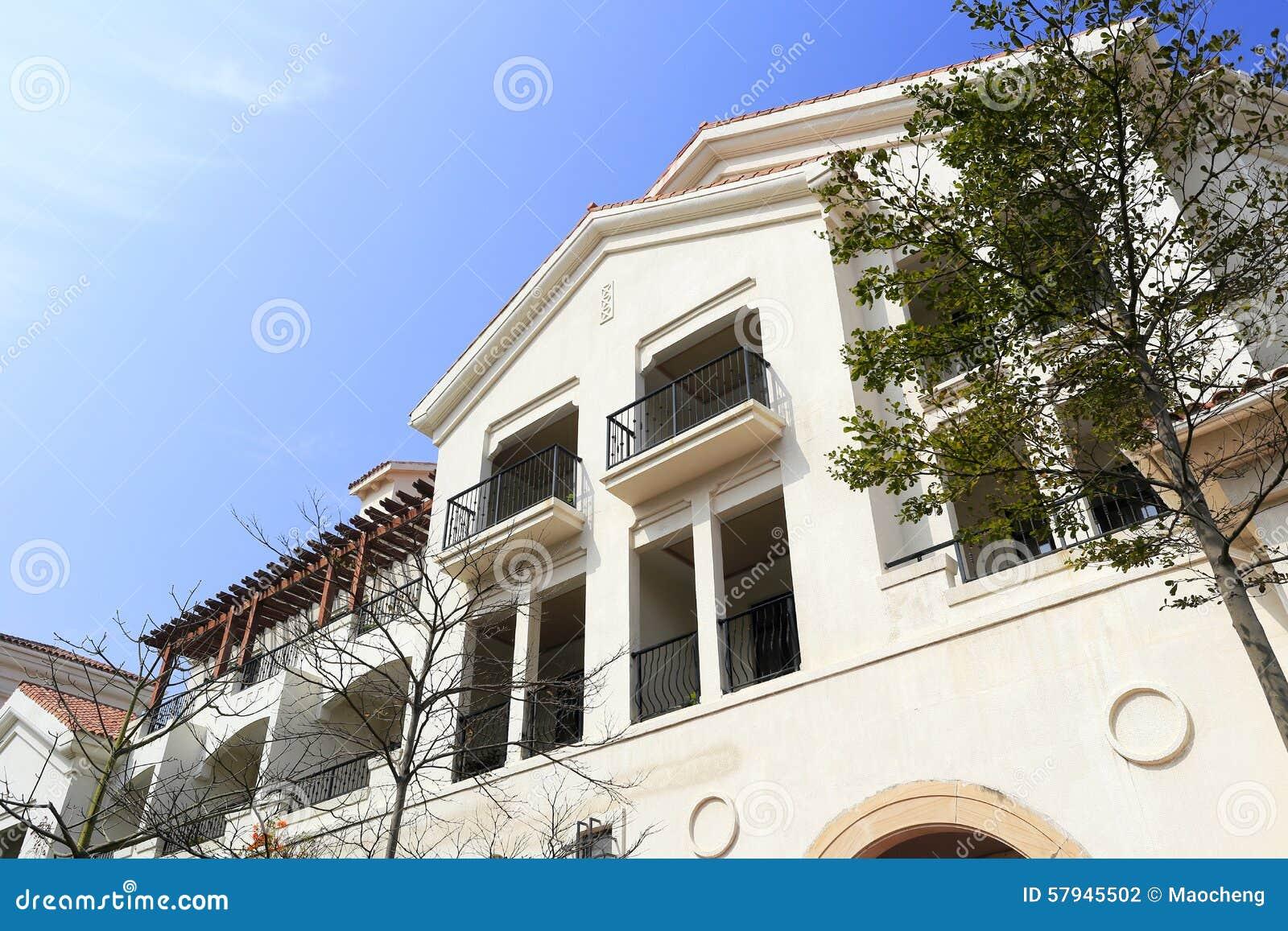 Nuova casa stile spagnola fotografia stock immagine di for Nuova casa in stile