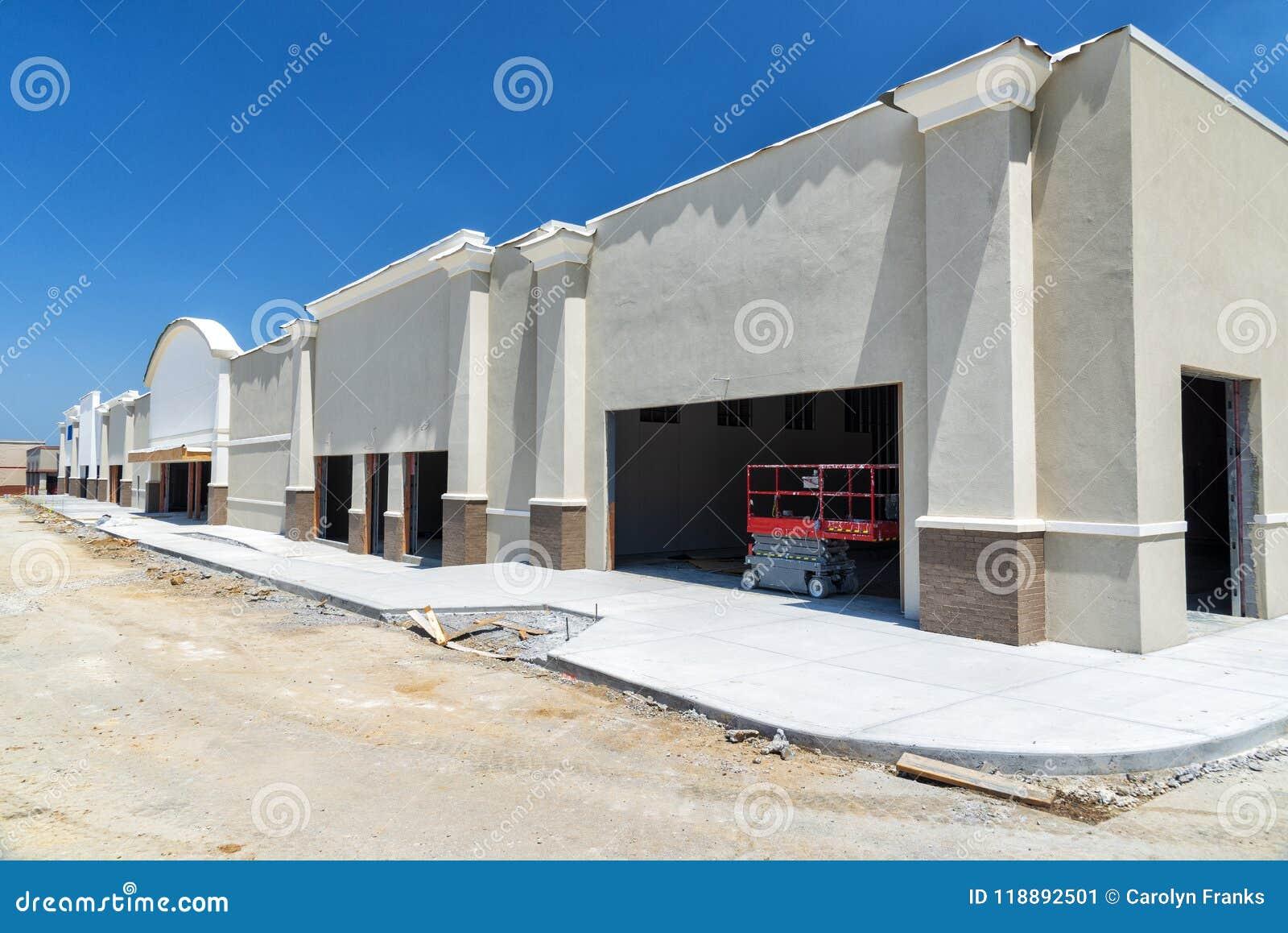Nuova costruzione del centro commerciale rifornita tramite sviluppo economico