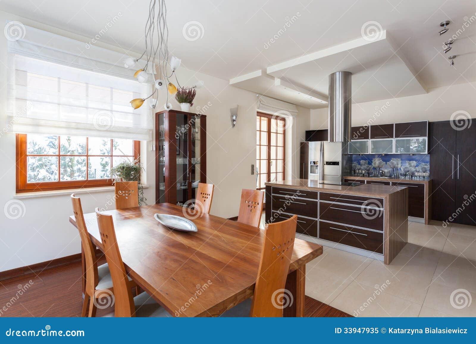 Nuova Cucina Di Casa Di Classe Immagine Stock - Immagine di mobilia ...
