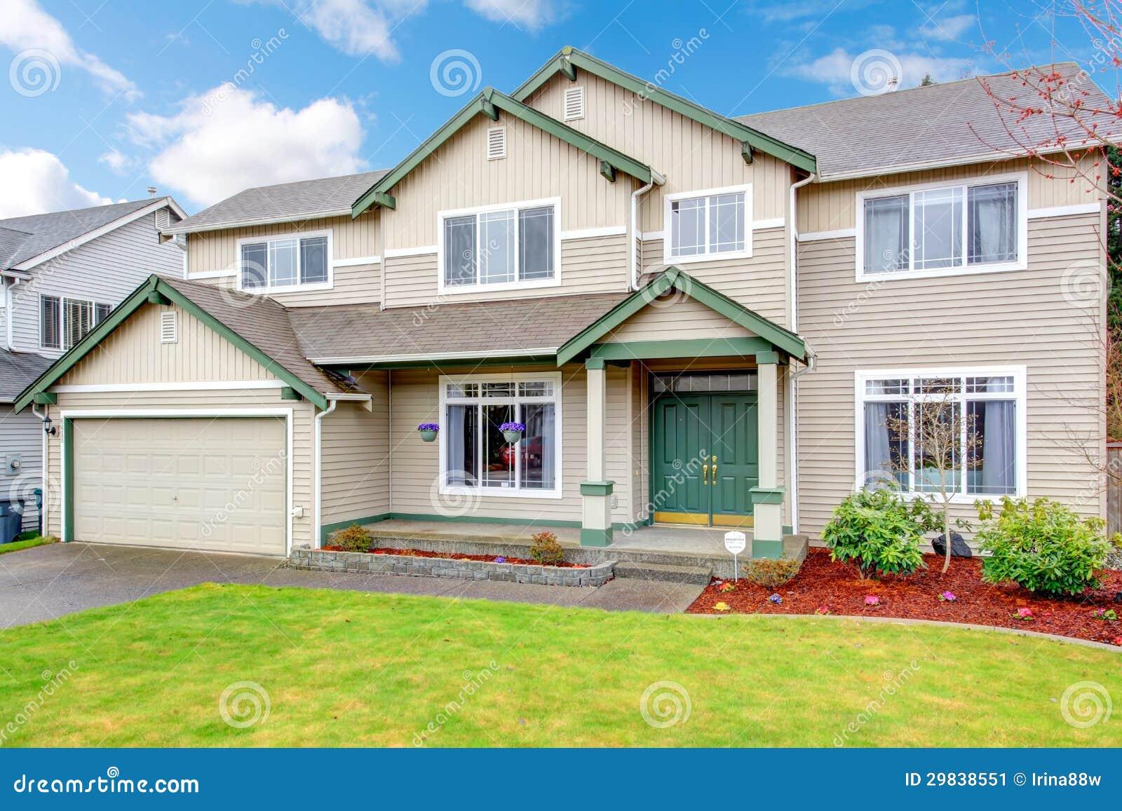 Nuovo grande esterno americano di nord ovest classico for Nuova casa classica