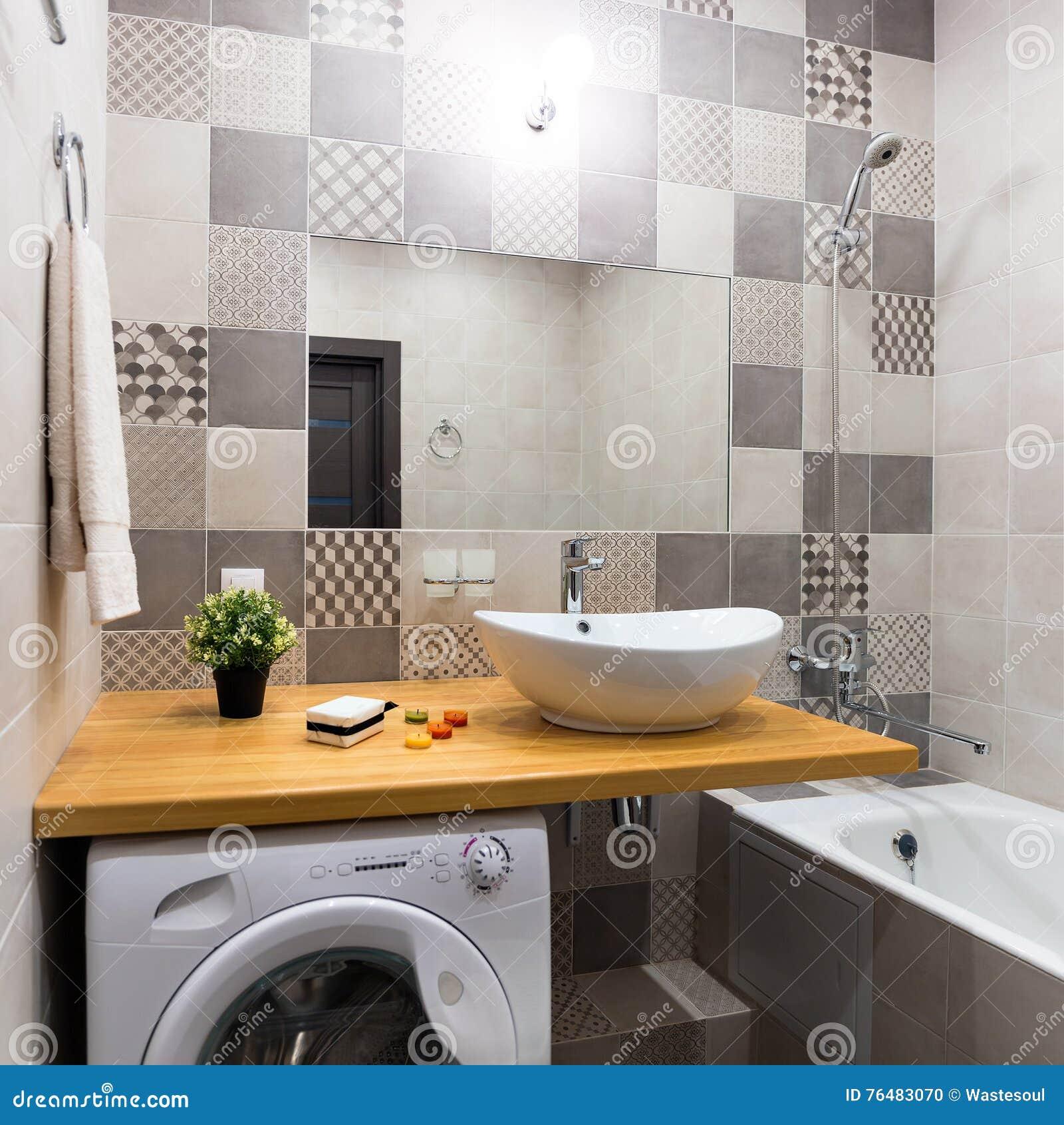Nuova stanza da bagno moderna fotografia stock immagine for Stanza da pranzo moderna