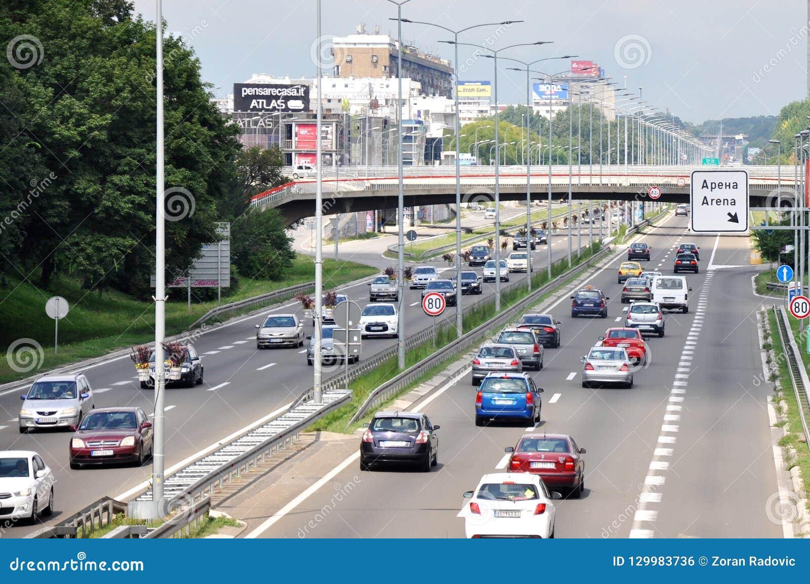 Nuova via di Belgrado con il ponte pedonale