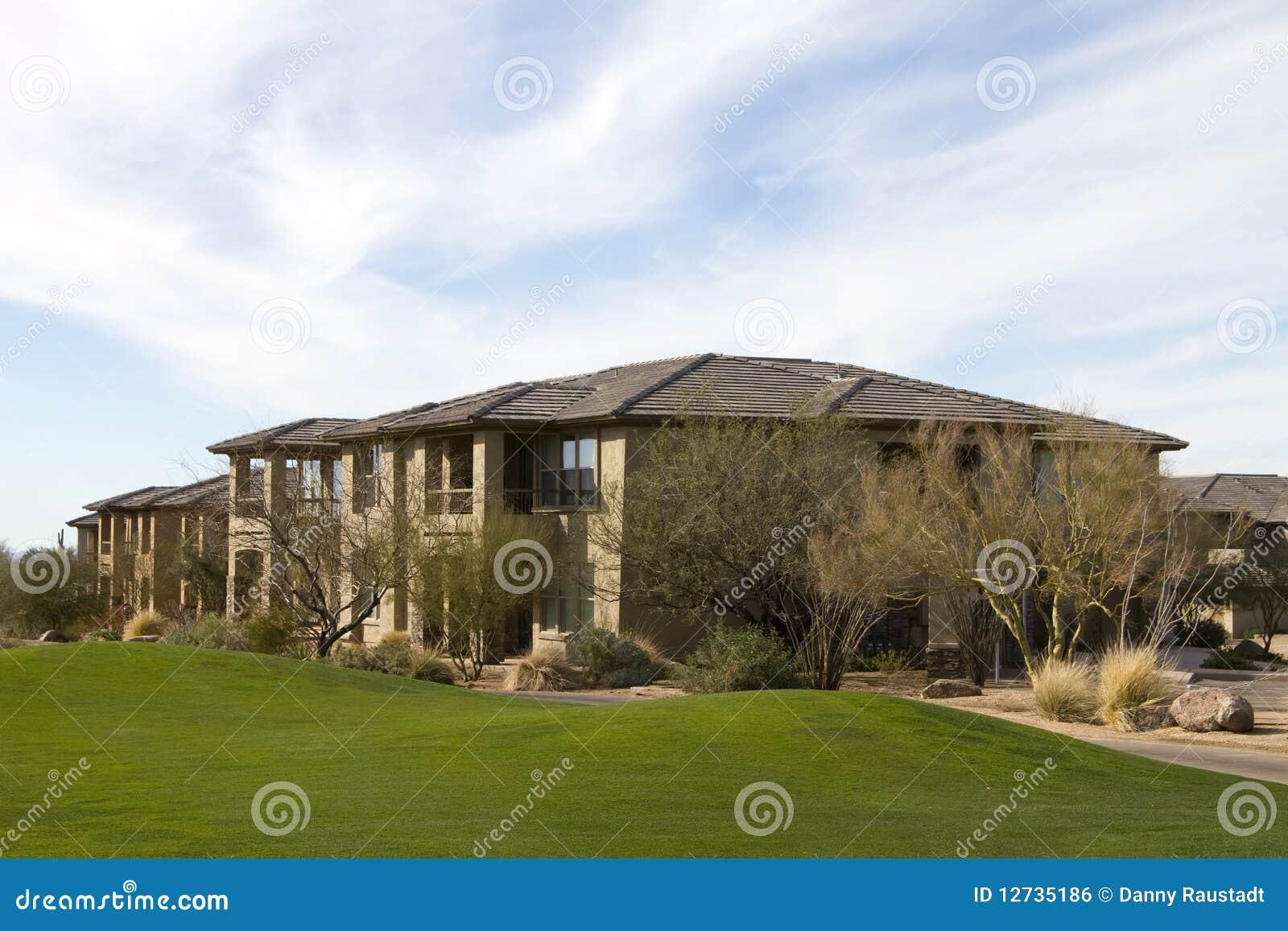 Nuove case di lusso moderne di terreno da golf immagine for Planimetrie di lusso per le nuove case