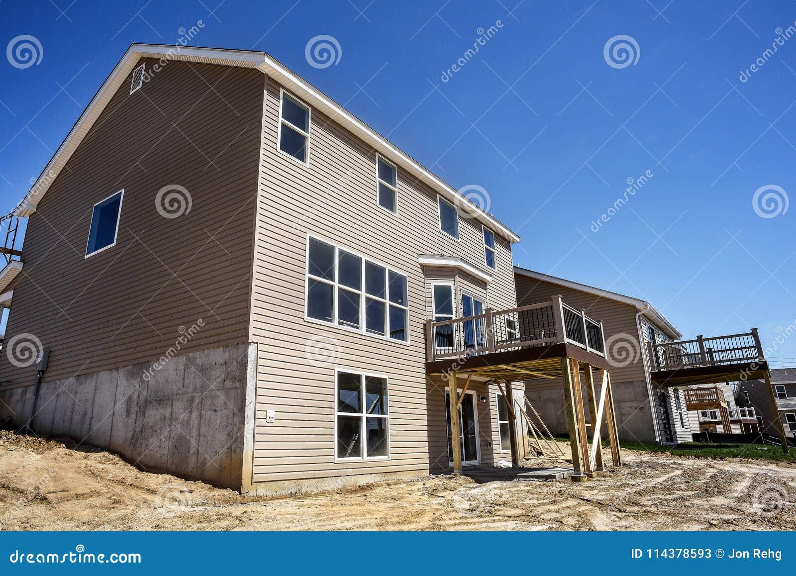 Case A Due Piani nuove case a due piani in costruzione parzialmente finite