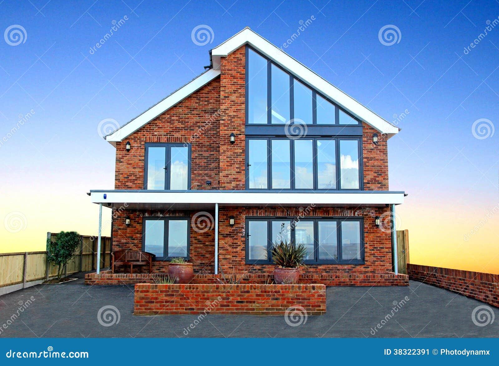 Nuove case moderne di lusso immagine stock immagine di for Tetti di case moderne