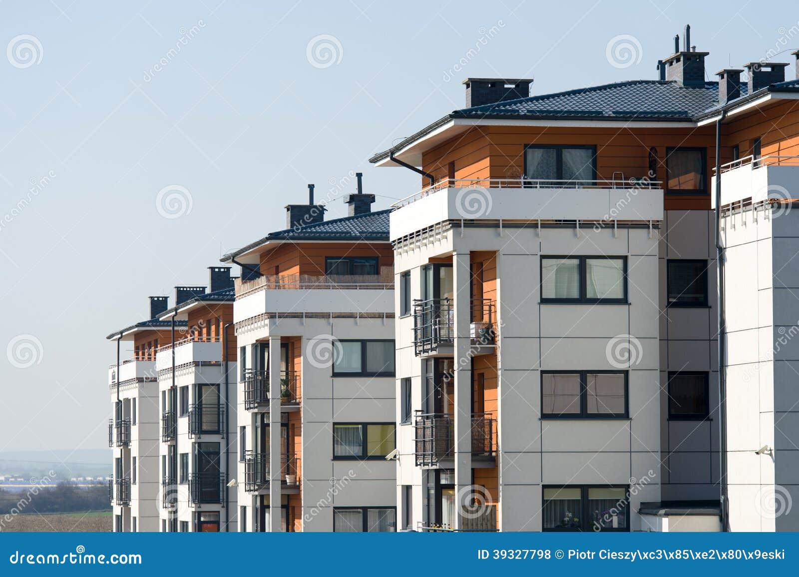 Nuove Case A Terrazze Moderne Fotografia Stock - Immagine di ...