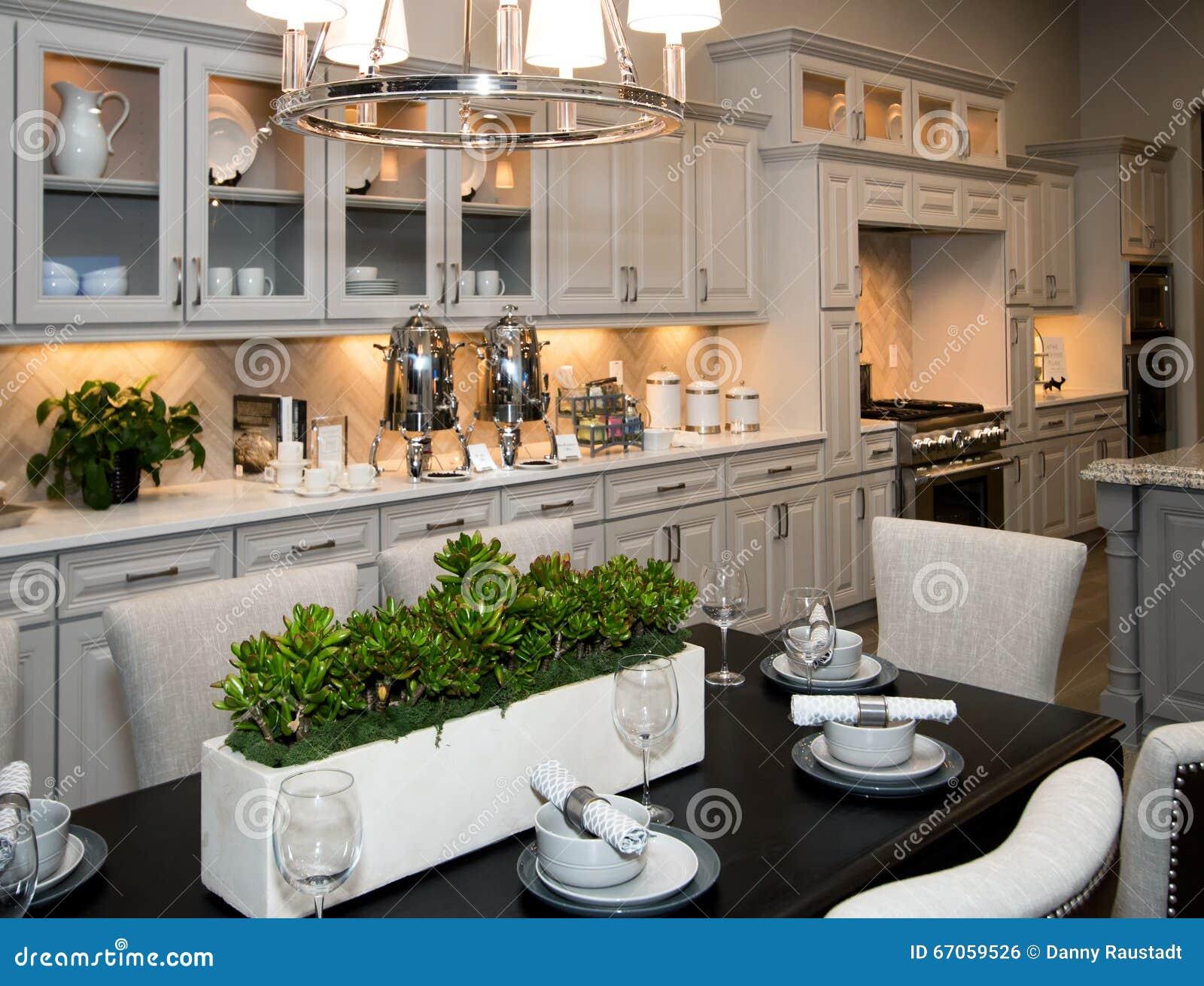 Nuove Cucina E Sala Da Pranzo Enormi Fotografia Stock