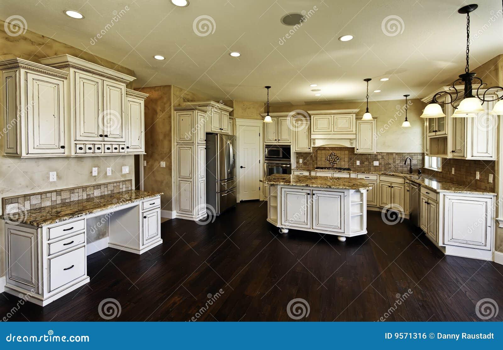 Nuove Cucina E Sala Da Pranzo Enormi Fotografia Stock - Immagine di ...