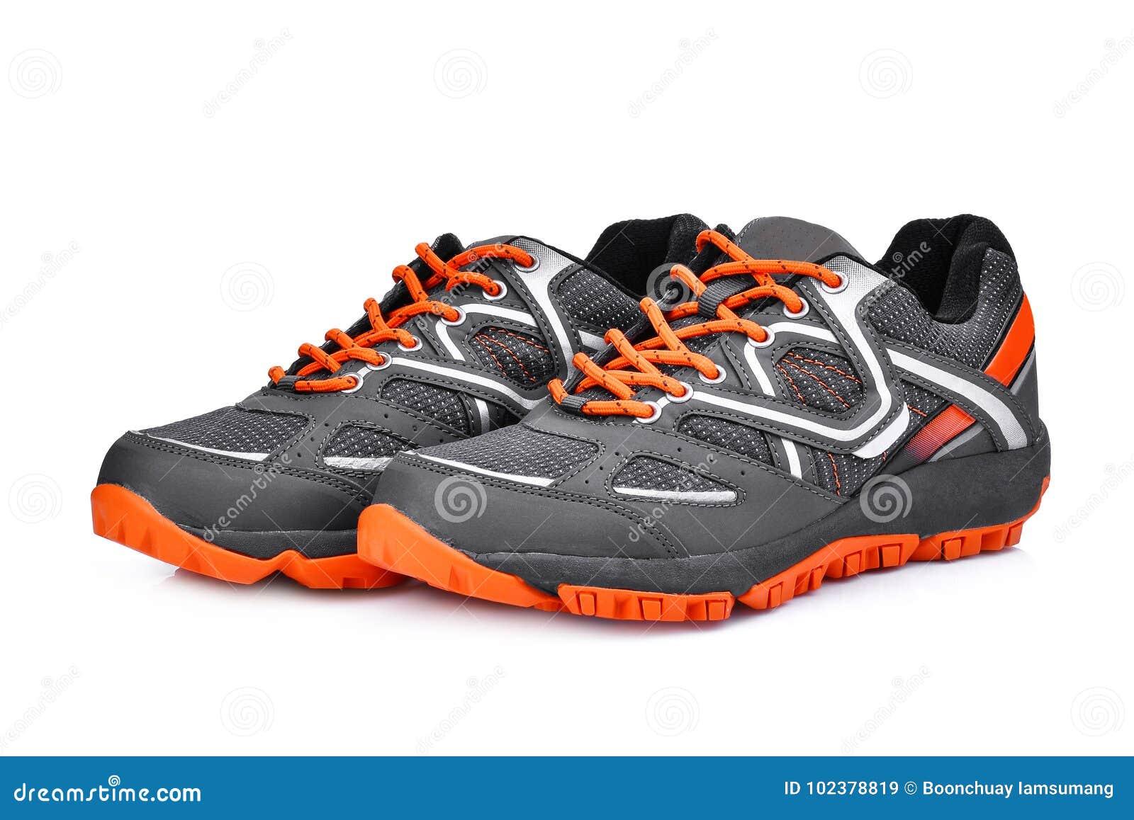 Nuove scarpe unbranded di sport isolate su bianco