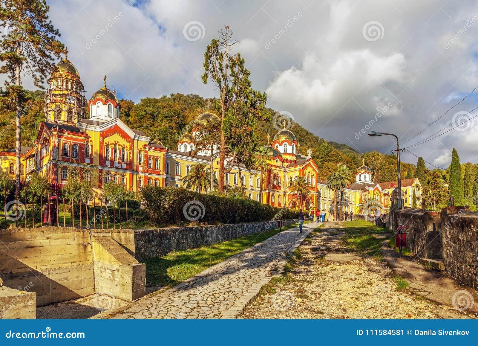 NUOVO AFON, ABKHAZIA - 21 OTTOBRE 2014: Il monastero di Simono-Kananitsky