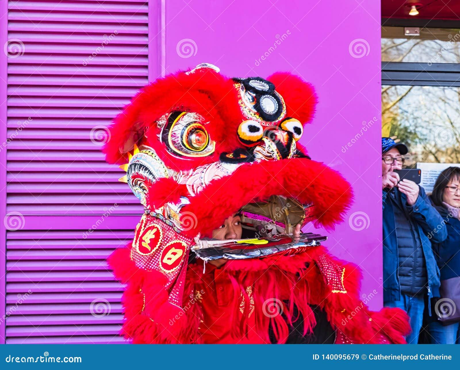 Nuovo anno cinese Parigi 2019 Francia - ballare di leone
