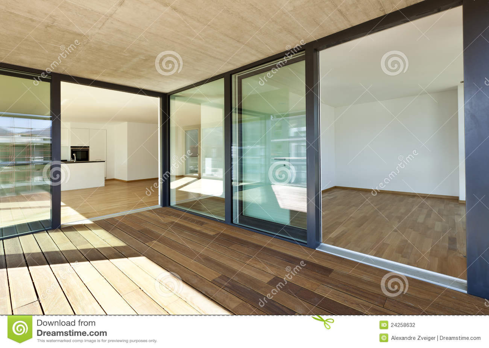 Nuovo Appartamento, Veranda Fotografia Stock - Immagine: 24258632