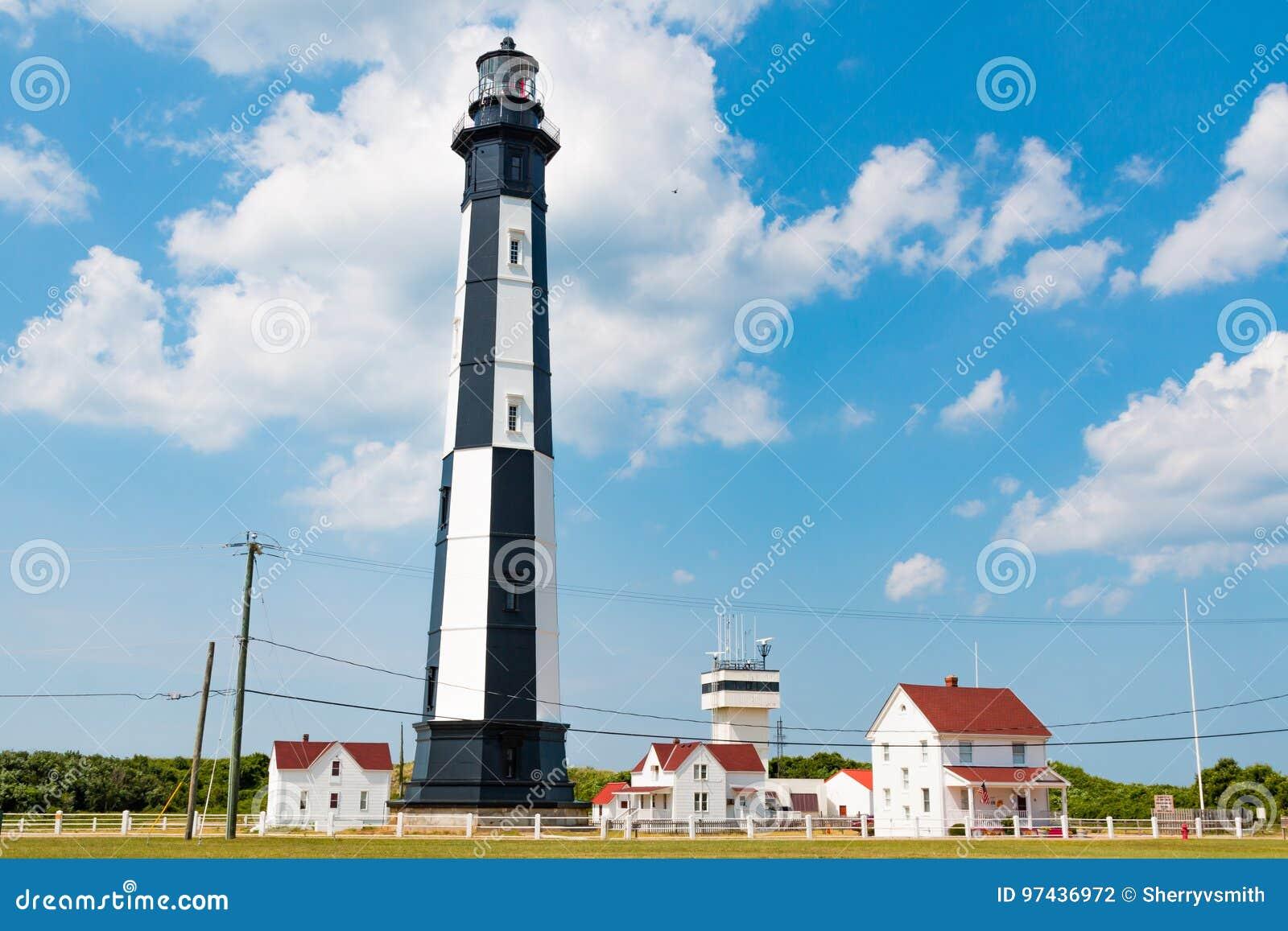 Nuovo capo Henry Lighthouse ed edifici attigui in Virginia Beach