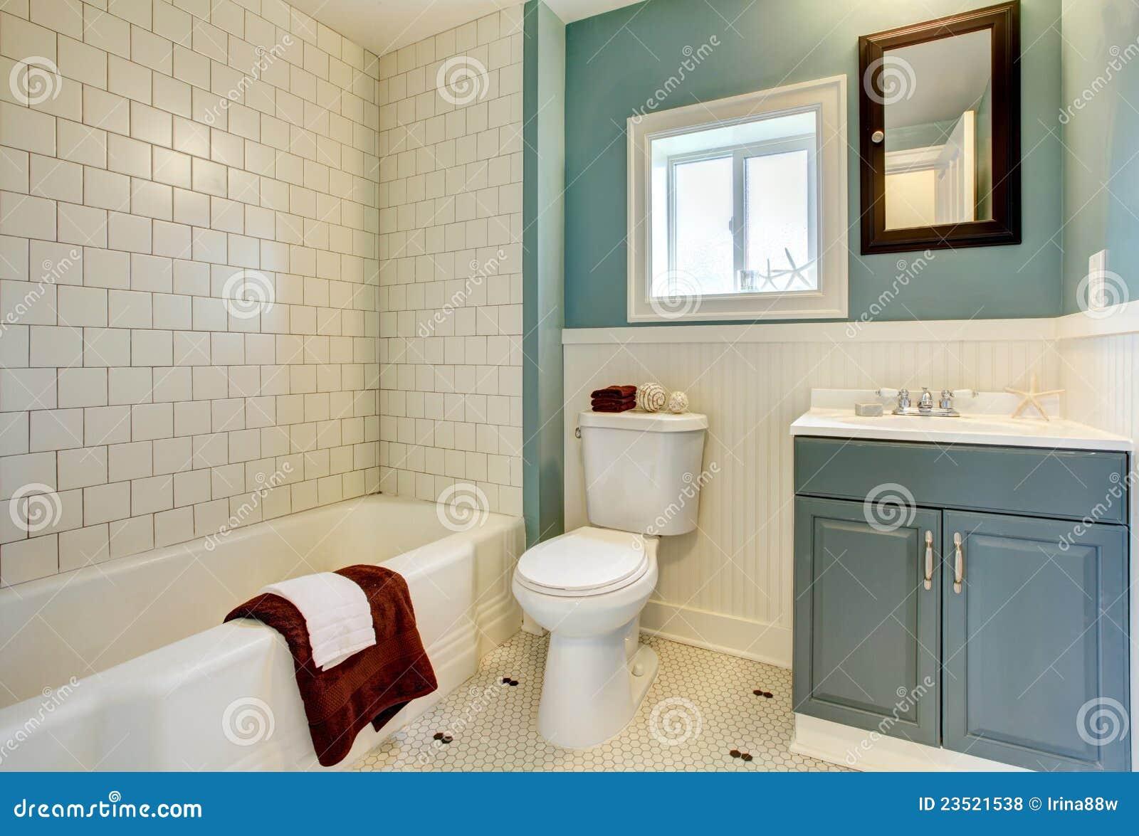 Nuovo classico blu ritoccato della stanza da bagno for Stanza da bagno