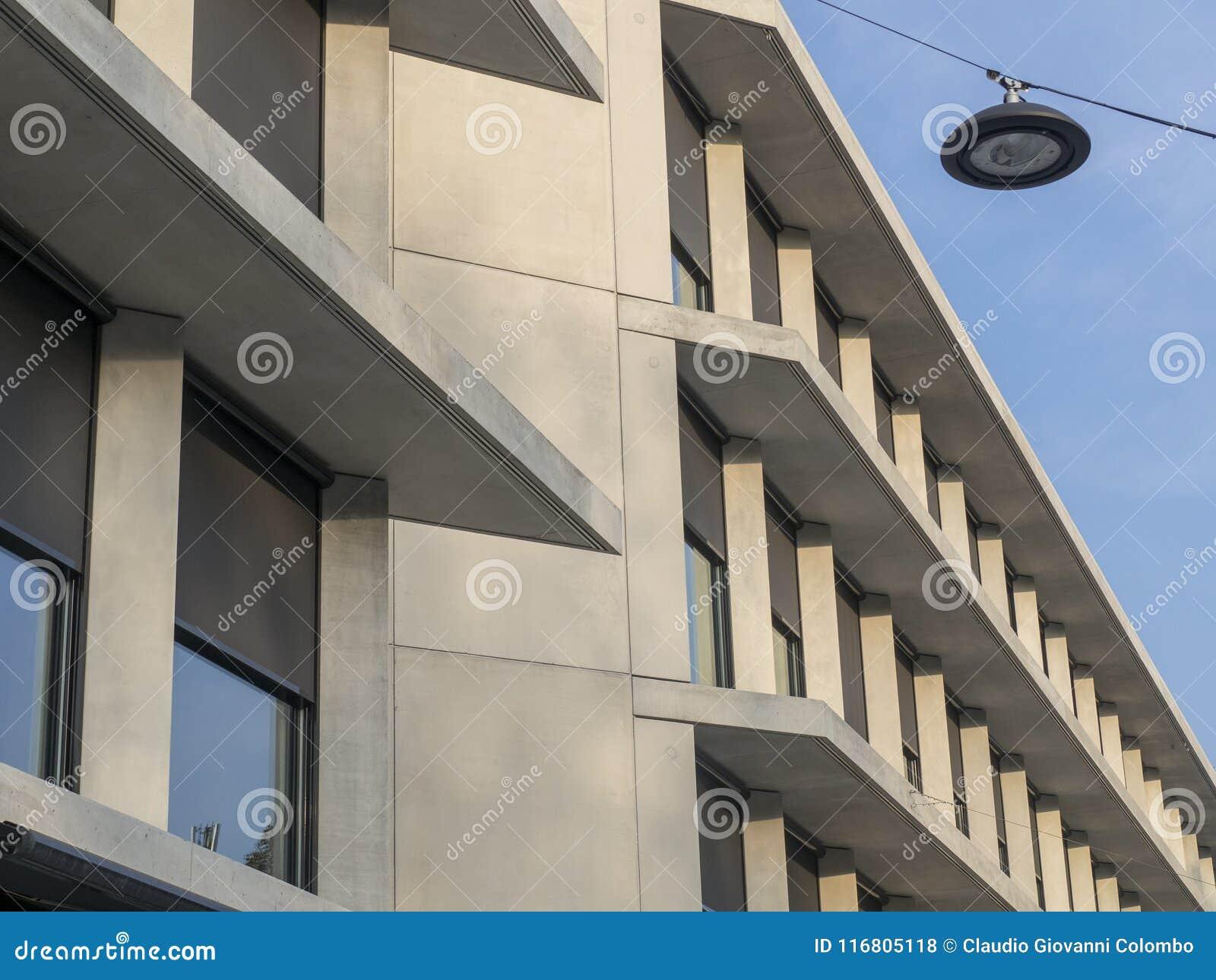 Nuovo palazzo di Feltrinelli a Milano