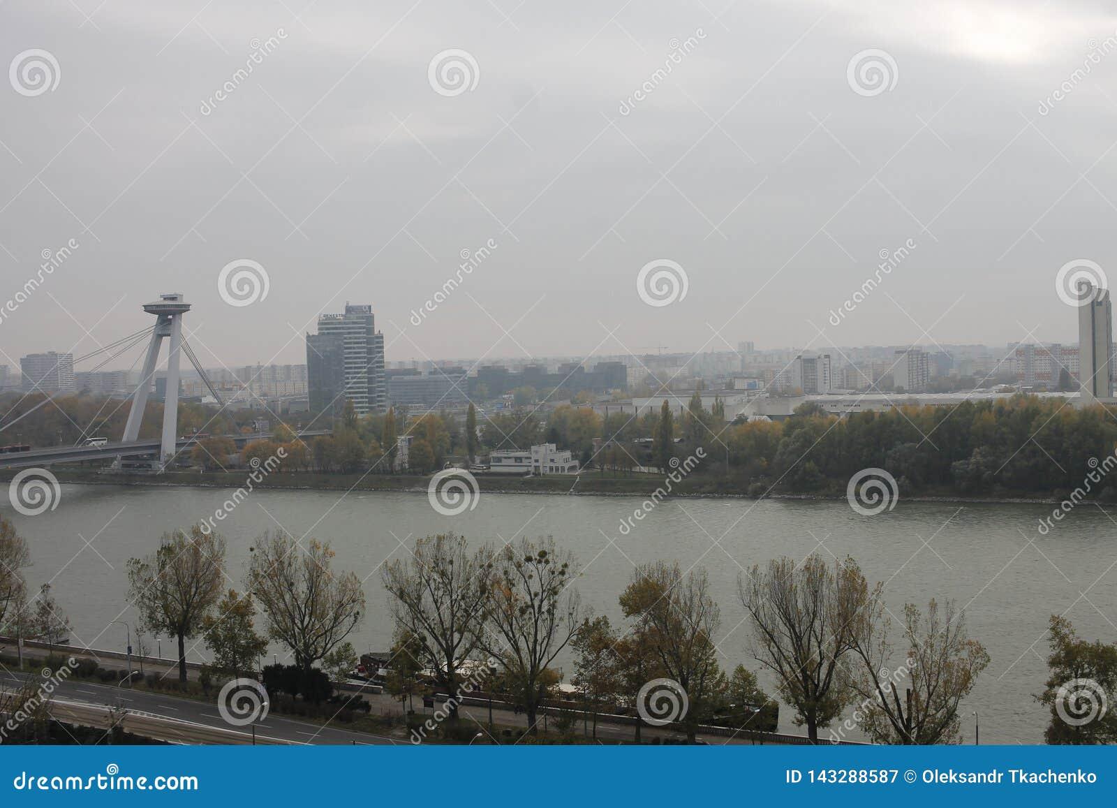 Nuovo ponte dal castello - Bratislava, Slovacchia