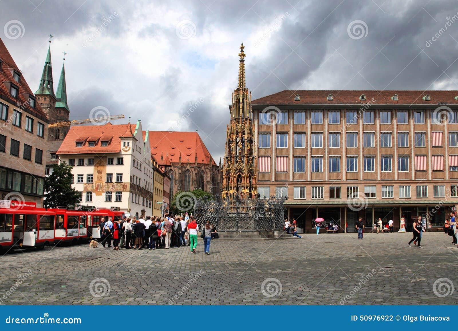 NURNBERG, GERMANIA - 13 LUGLIO 2014: Hauptmarkt, il quadrato centrale