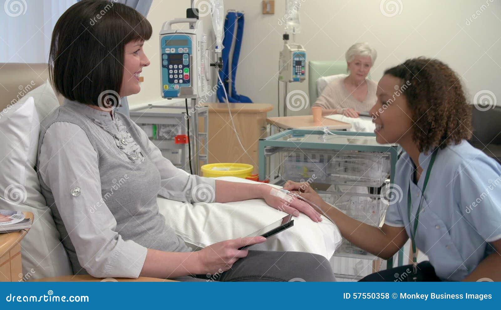 Русские медсестры берут сперму на анализы, Врачиха показывает как надо брать анализ спермы - 856 25 фотография