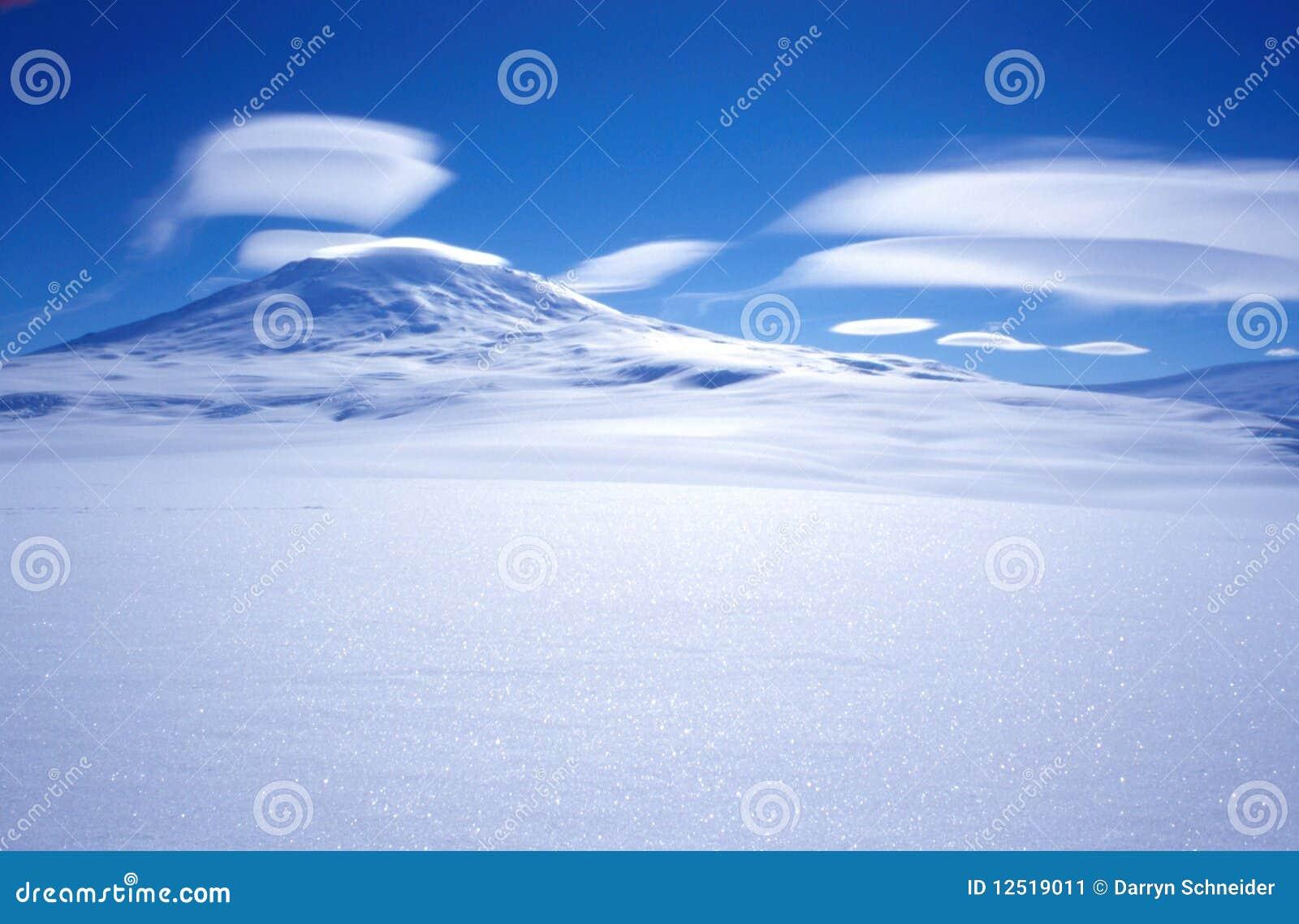 Nuvens de Erebus da montagem