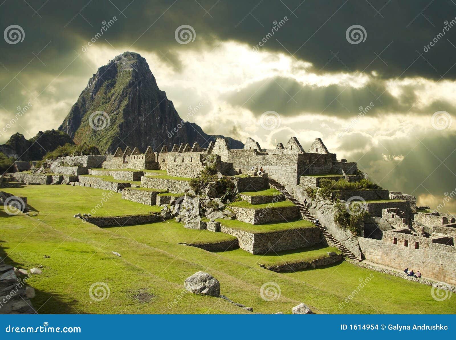 Nuvens de tempestade em Machu-Picchu