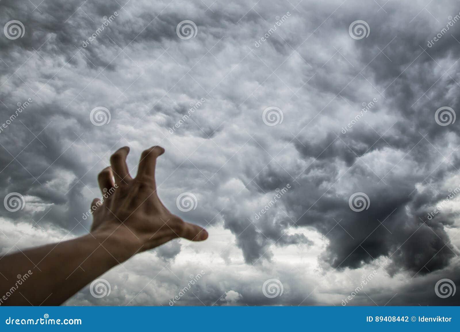 Nuvens de tempestade escuras sinistras Tempo e clima do hange do ¡ de Ð