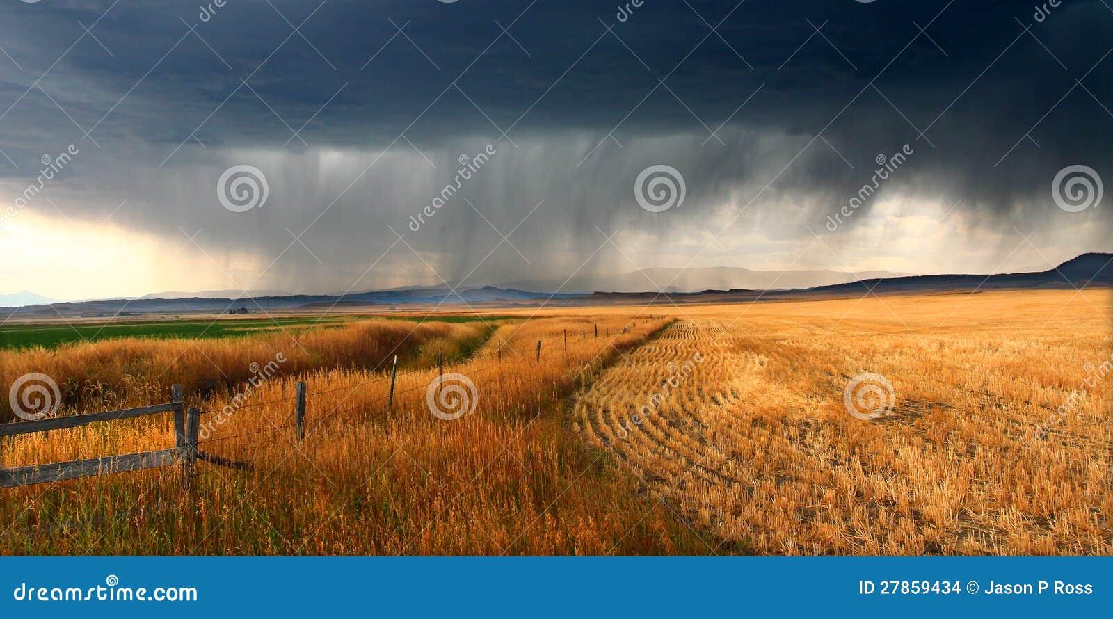 Nuvens de tempestade rurais de Montana