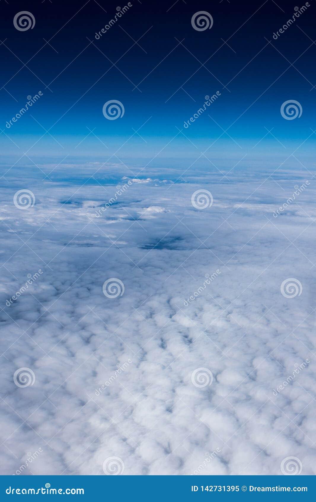 Nuvens e a borda do espaço