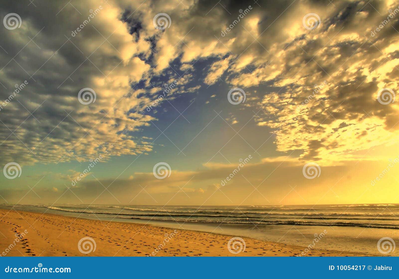 Nuvens e mar