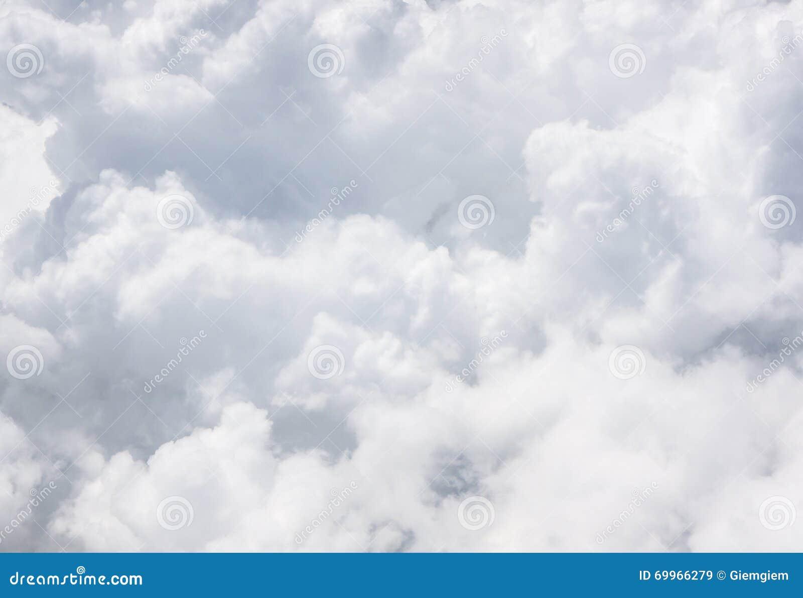Nuvola grigia del primo piano sul cielo fotografia stock for Piani principali del primo piano