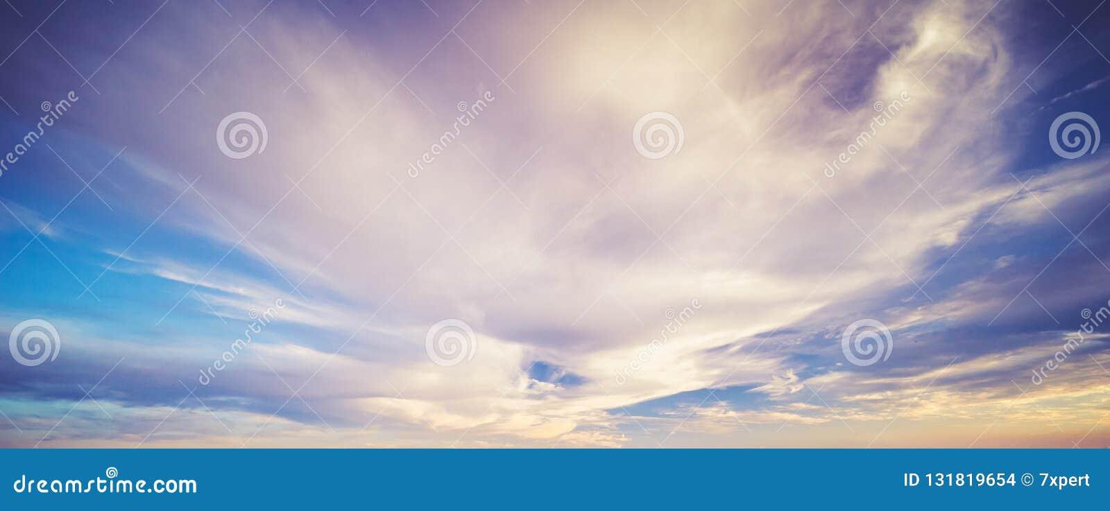Nuvole del cielo di estate