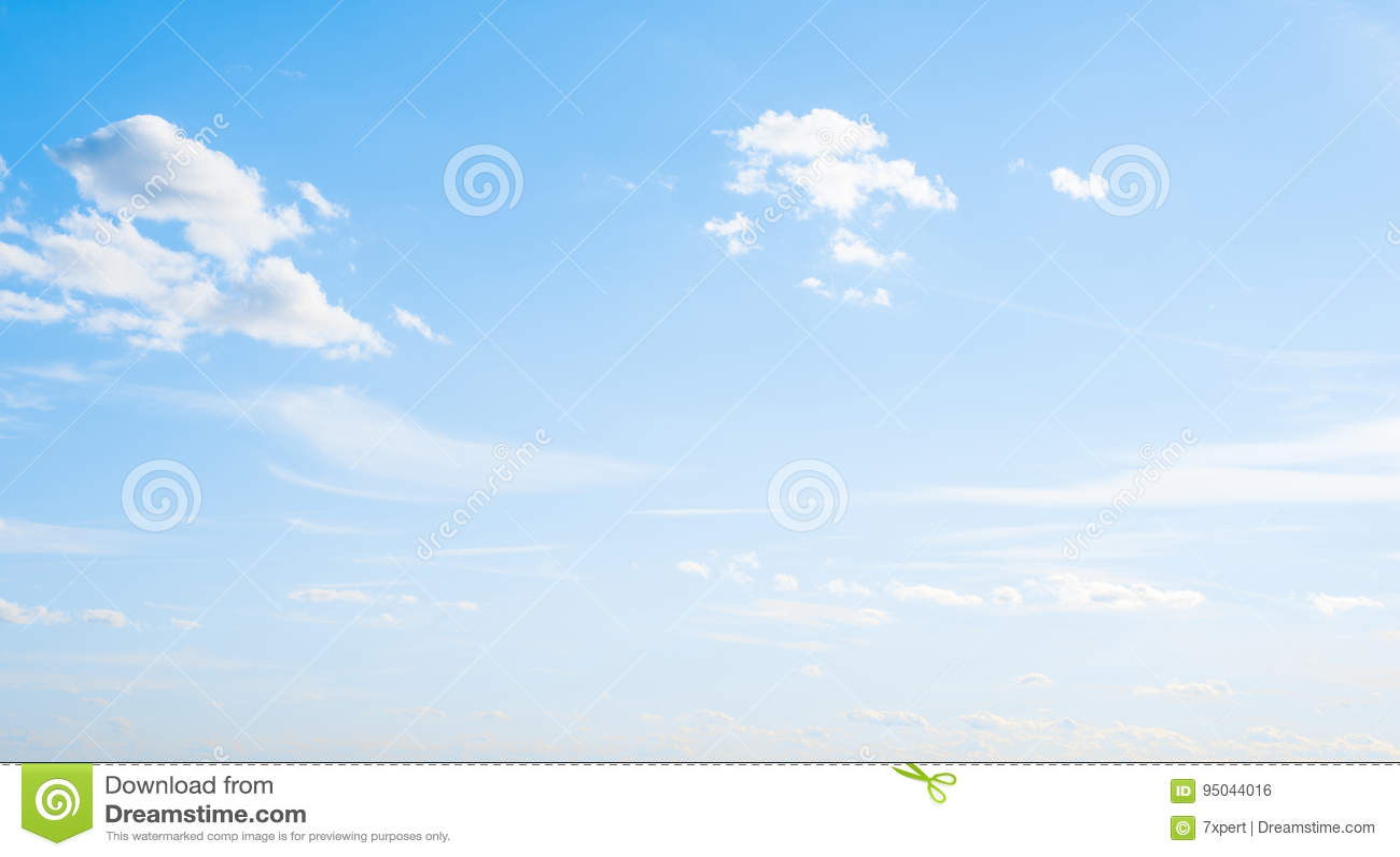 Nuvole della radura dell atmosfera del cielo