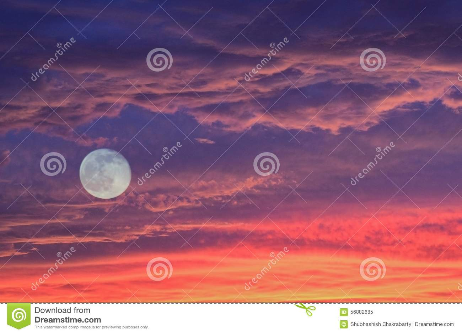 Nuvole & luna piena di tramonto