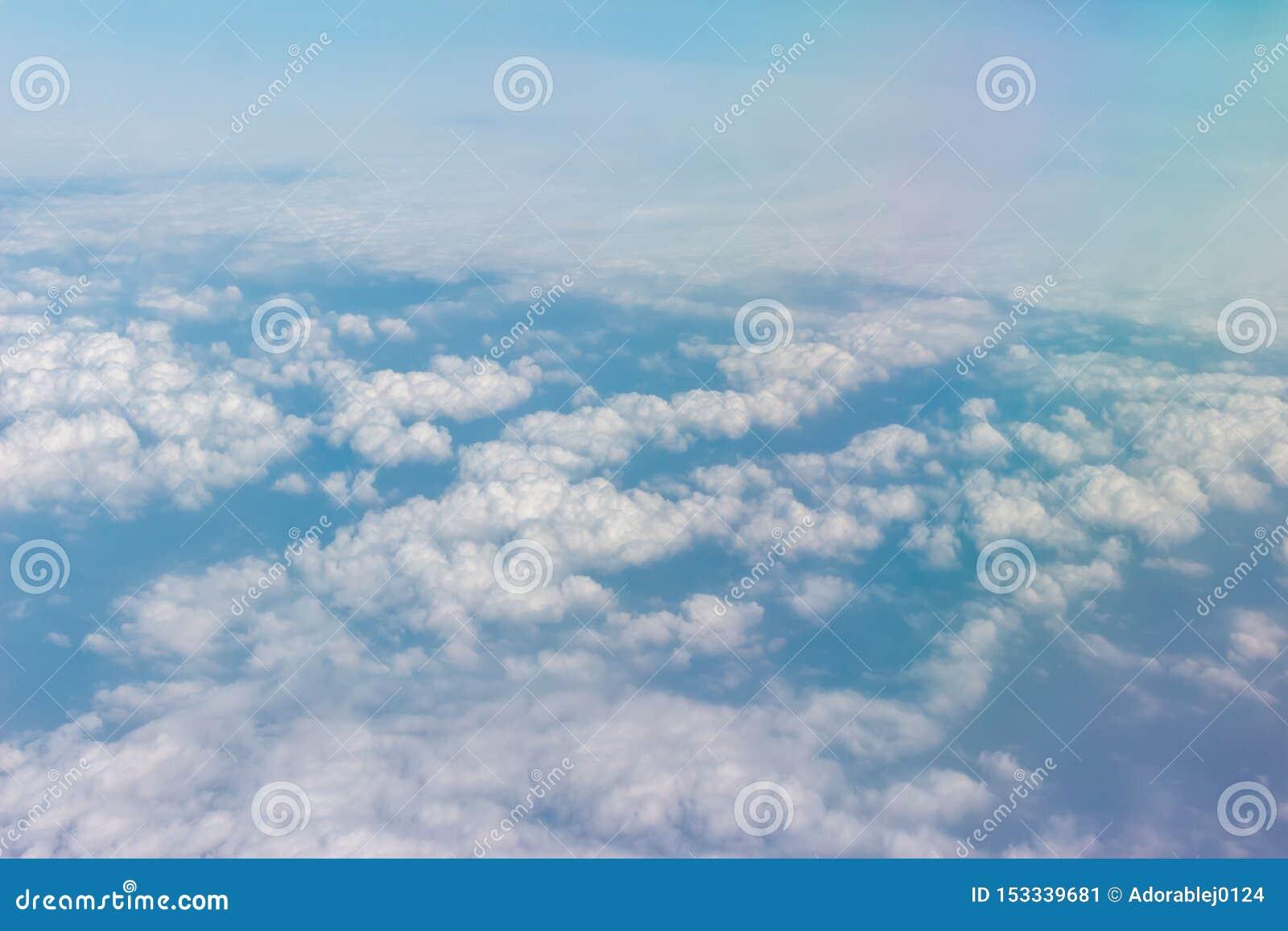 Nuvole sul cielo blu