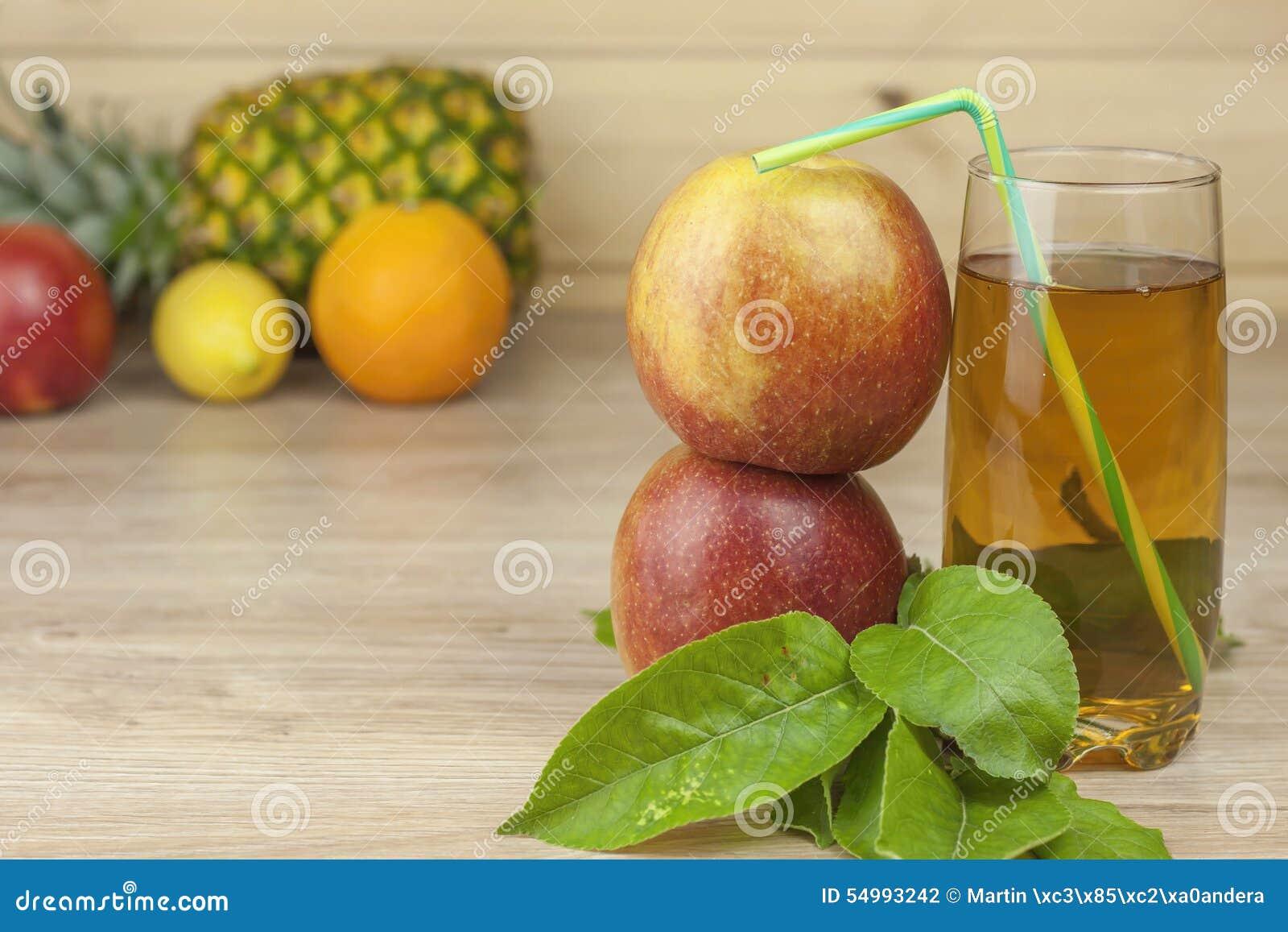Ny äppelmust, kall sommaruppfriskning, bantar drinken