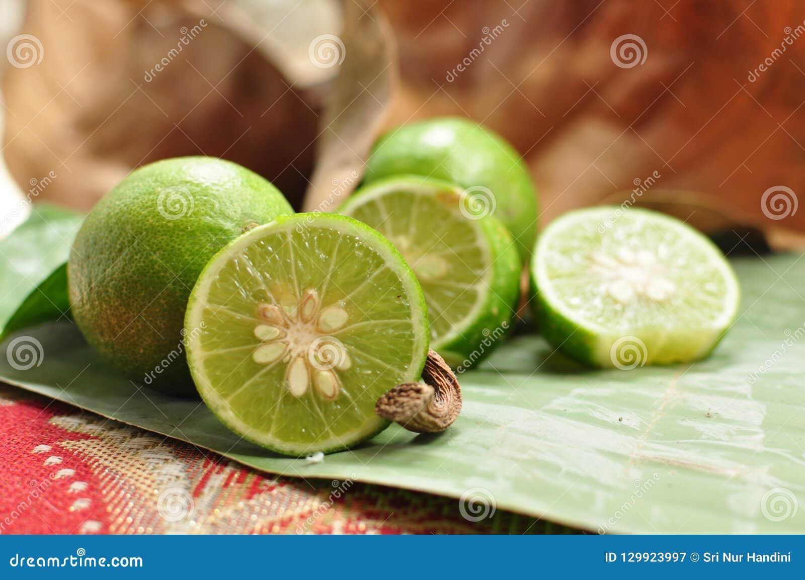 Ny limefrukt bär fruktt grönsaker