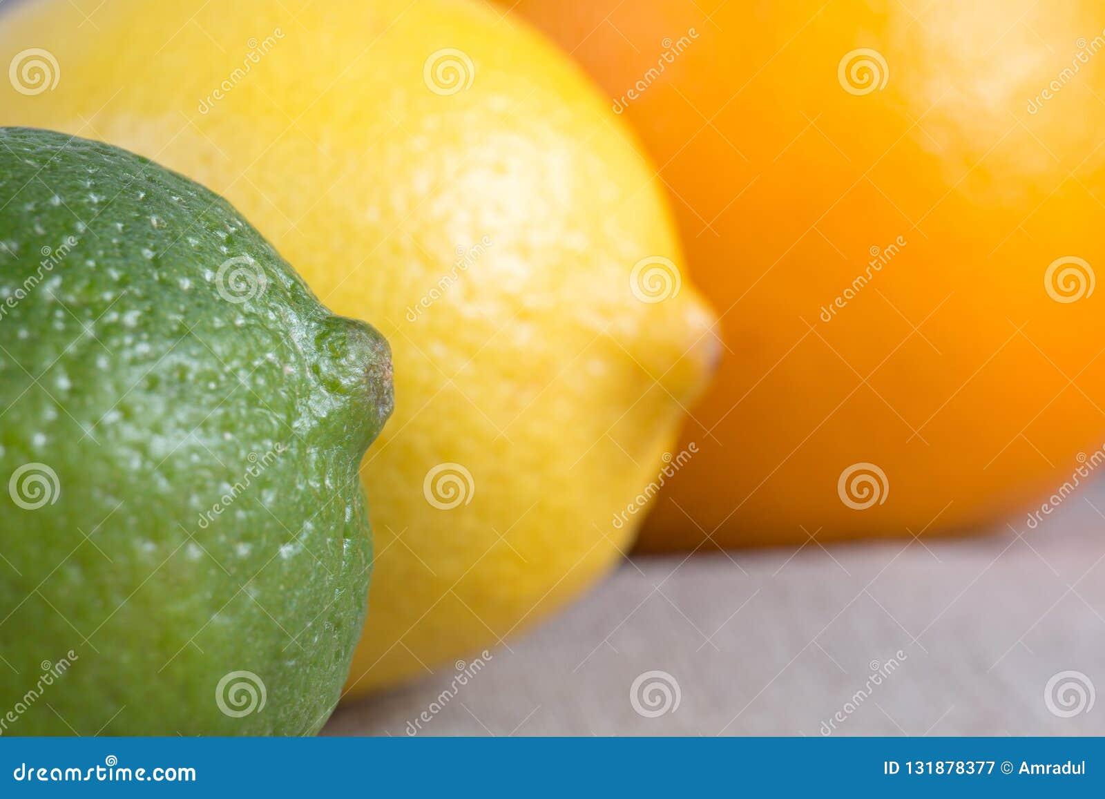Ny limefrukt, citron och apelsin apelsiner för citrusfruktcitronlimefrukter