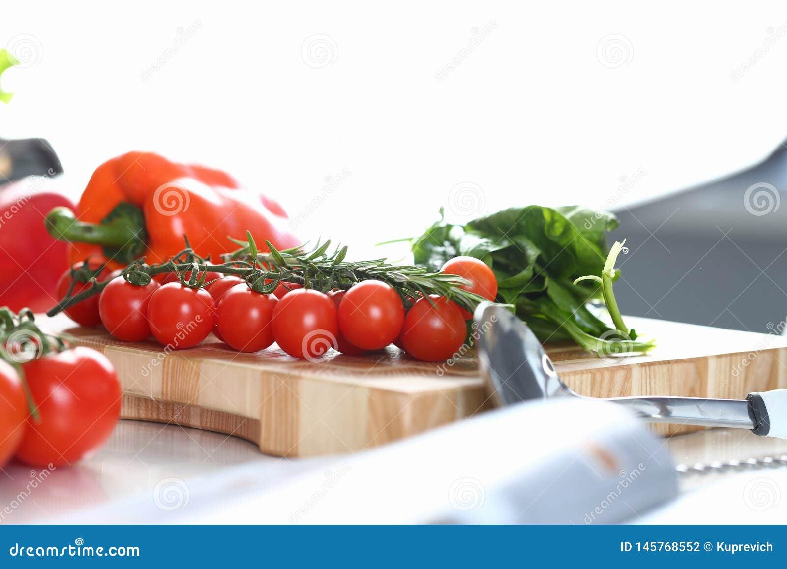 Ny liten tomat Cherry Cutting Board Photo