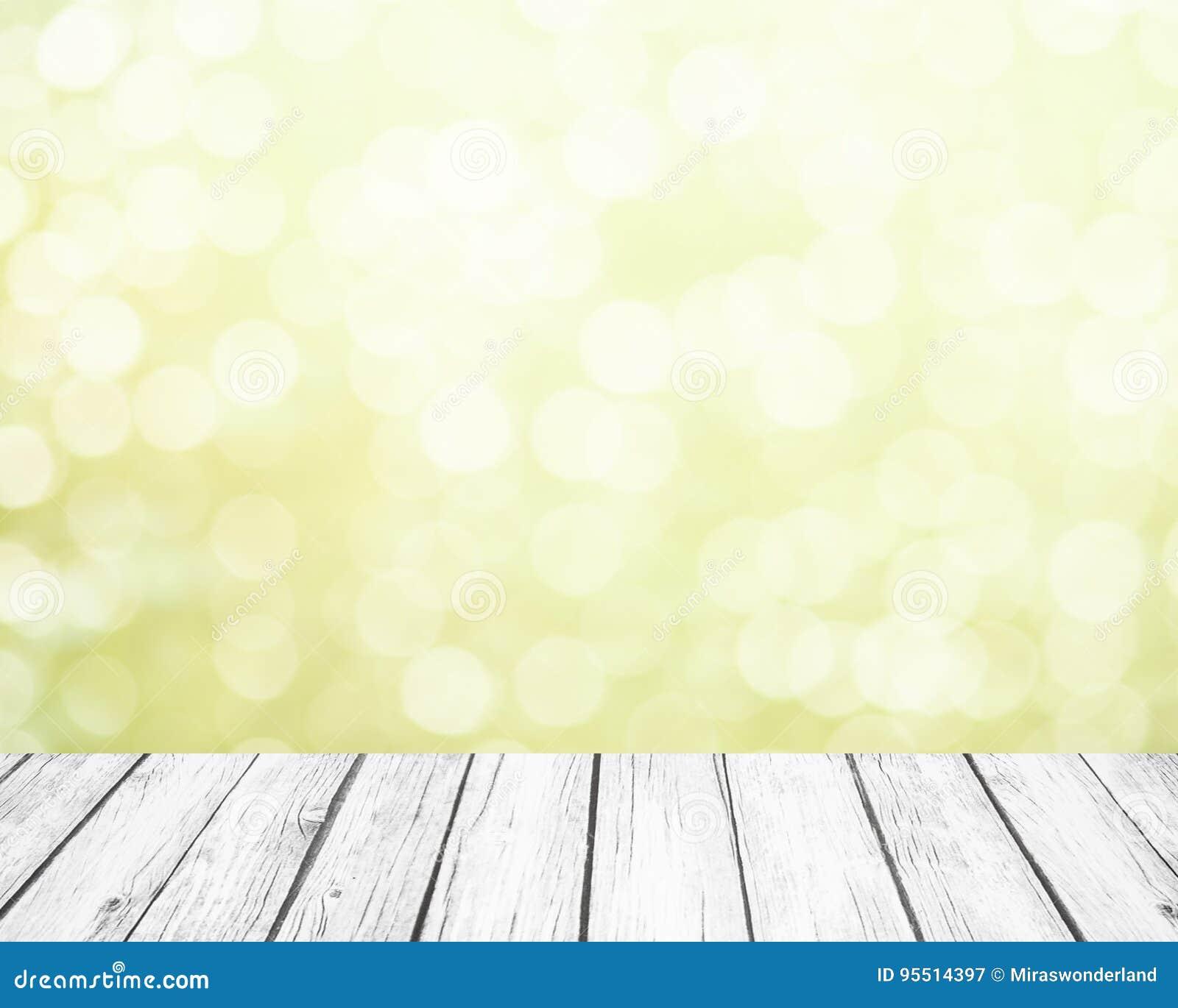 Ny mjuk grön vårbakgrund med vit bokeh och vita träplankor