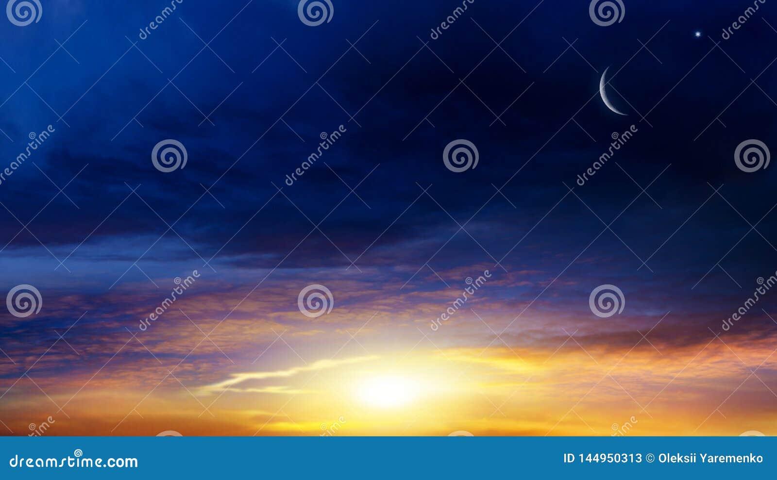 Ny moon B?ntid Gener?s Ramadan Mubarak bakgrund En nedg?ng eller stigning med moln