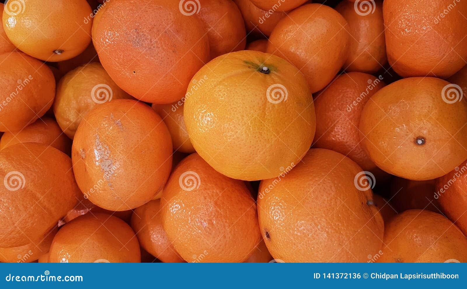 Ny organisk orange frukt för naturbakgrund