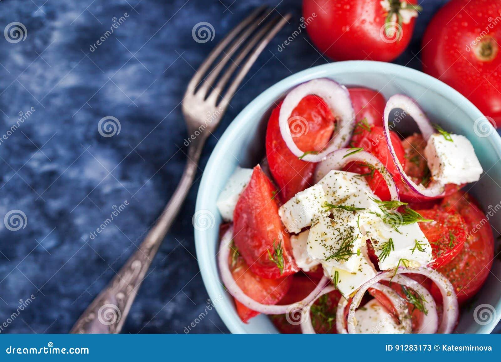 Ny tomat-, lök- och fetasallad